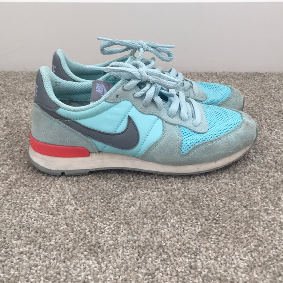 quality design a6944 97f64 Nike Shoes - Womens Nike Internationalist- Size 6